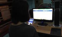 Nữ sinh dùng 10 tiếng vào Facebook và những hệ lụy